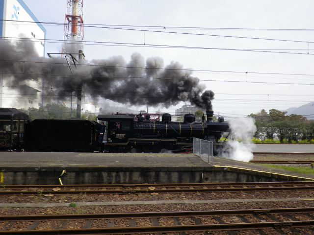 The SL Hitoyoshi departs from Yatsushiro Station